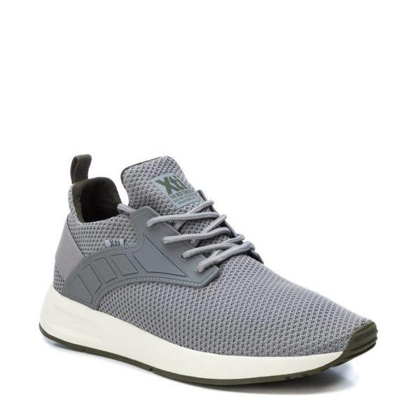 Xti – Sneakers in Tessuto elastico grigio con dettagli verdi