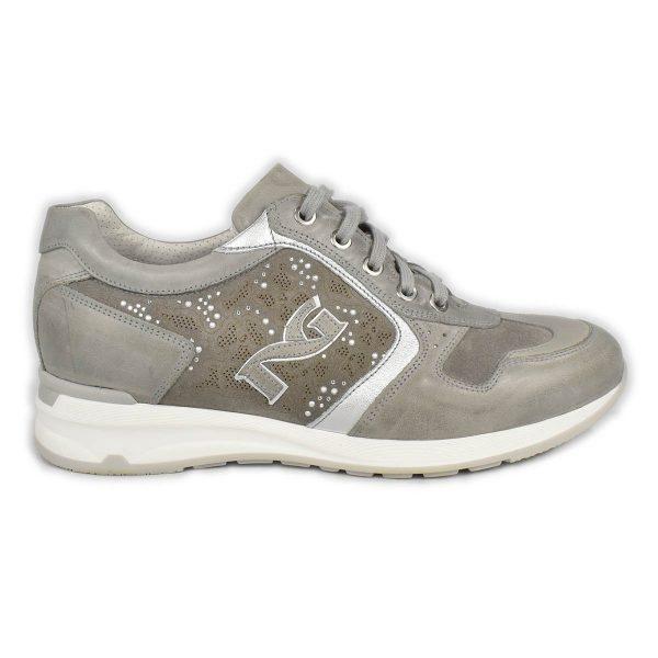 NeroGiardini – Sneakers traforata in pelle grigia con strass