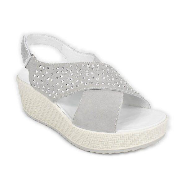 Enval Soft – Sandalo incrociato scamosciato grigio con zeppa media e strass