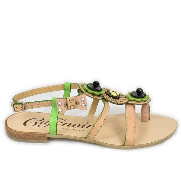 CafèNoir – Sandali infradito bassi beige e verde con borchie e strass
