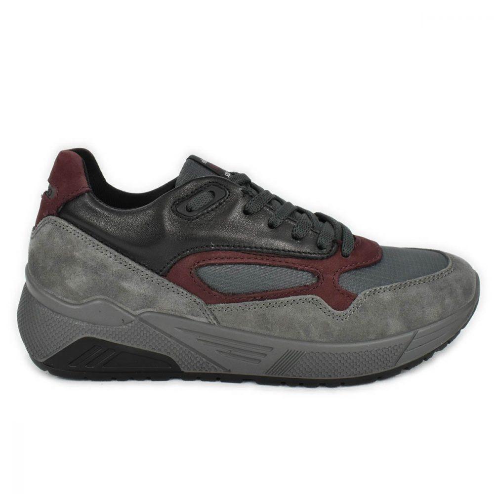 Sneakers da uomo grigia in misto di materiali nelle tonalità di grigio nero e rosso - IGI&CO 6142522