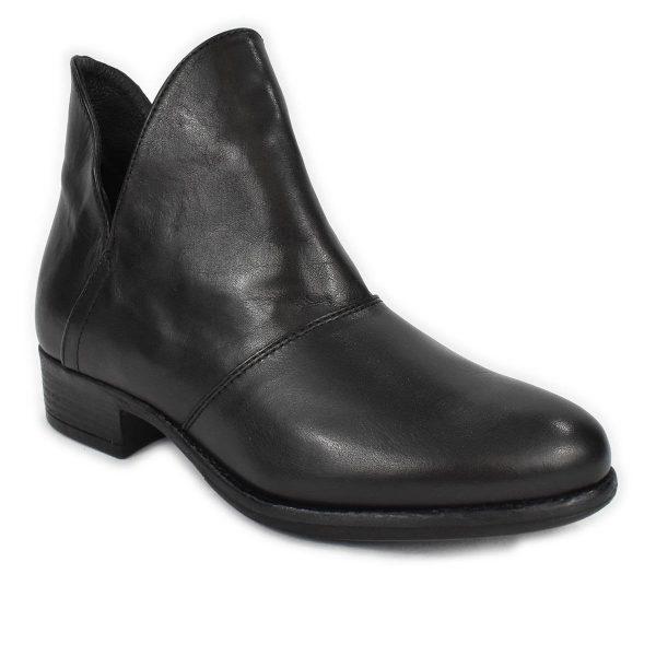 Tronchetto basso nero con aperture laterali alla caviglia – IGI&CO 6184600